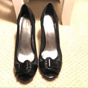 Apt 9 black heels shiny with buckle & mesh sides